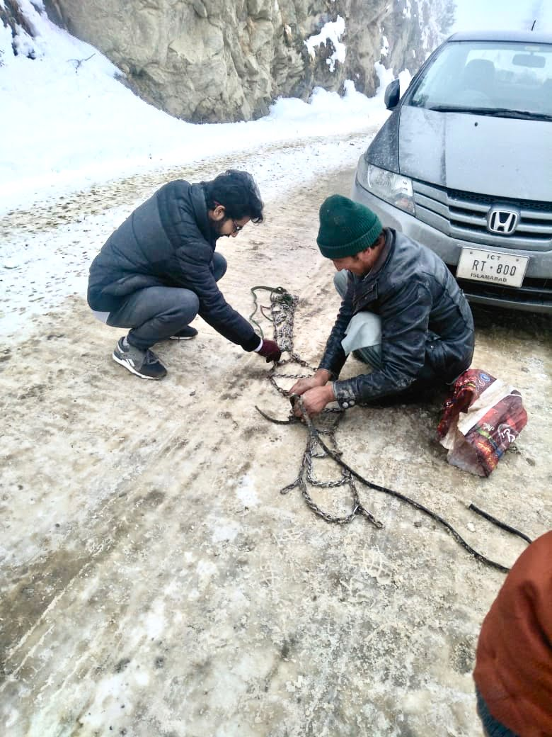 Assembling Chains To Put On Tyres